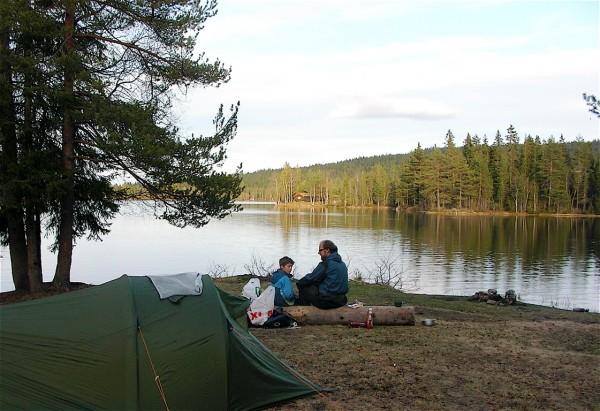 Camping ved Garsjø en vårkveld